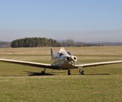 Letadlo těsně před vzlétnutí z letiště Benešov