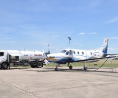 Plnící cisterna TWINTRANS na letišti Aero Vodochody