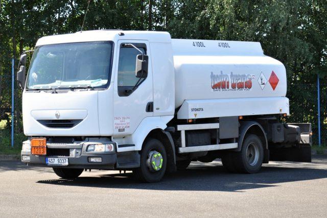 Cisterna Renault pro letecký a automobilový benzín